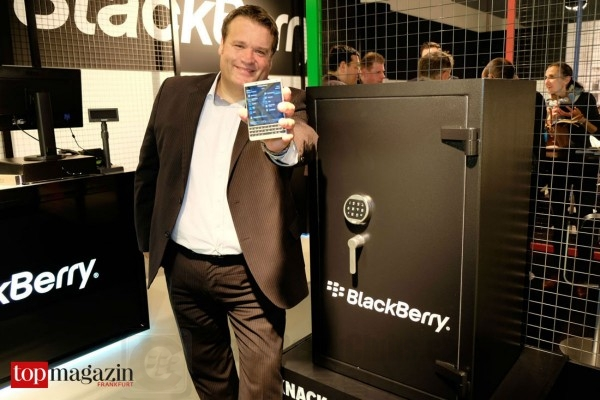blackberrystore-opens_bbc_01
