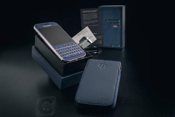blackberry-classic-blue-cobalt-white-rhodium_bbc_01