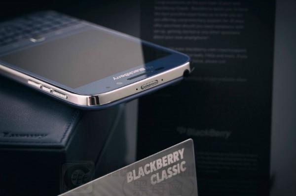 blackberry-classic-blue-cobalt-white-rhodium_bbc_02