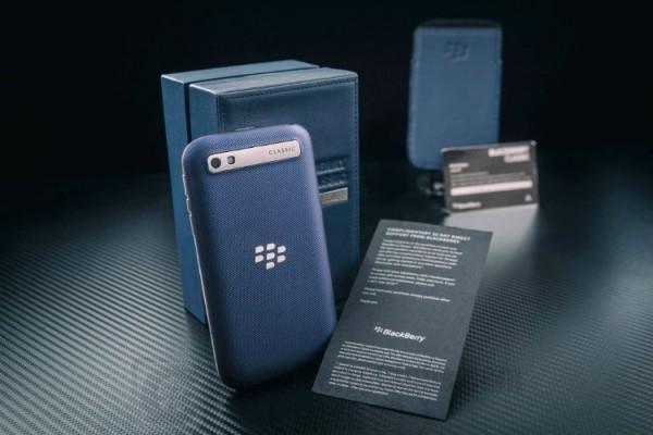 blackberry-classic-blue-cobalt-white-rhodium_bbc_05